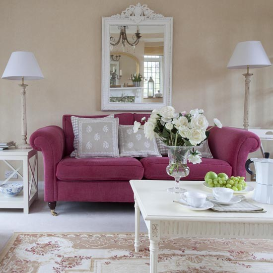 25 Classy And Cheerful Pink Room Decor Ideas: Salon Z Różową Kanapą